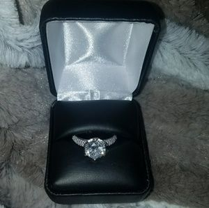 Stunning 14k white gold engagement ring sz 8
